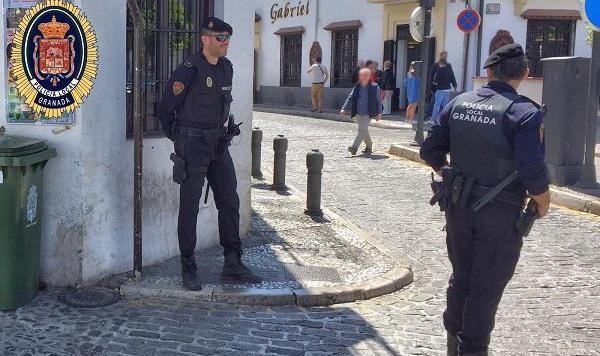 La presencia policial se incrementa en el Albaicín.
