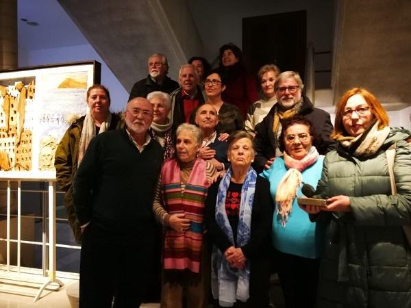 Alicia Sánchez, viuda del cantautor, entregó en nombre de Granada Abierta el Premio Carlos Cano a las vecinas de la Zona Norte.