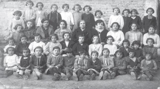 Doña Pura ejerció como maestra en Salar.