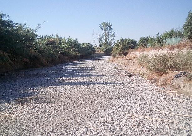 Río Dílar, una rambla seca a su paso por la Vega.