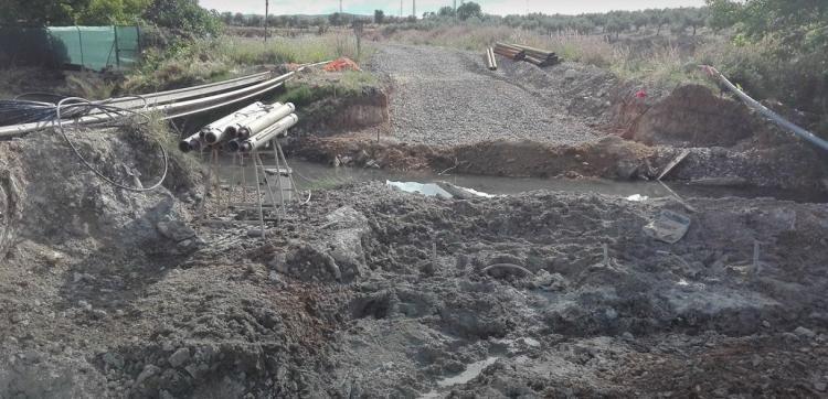 Los trabajos junto al río Genazar a la salida de la piscifactoría de Plines.