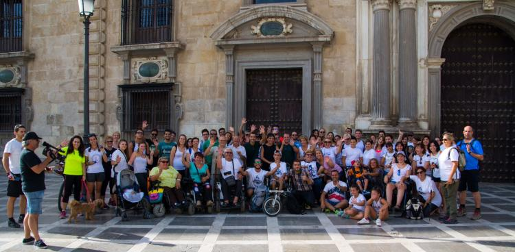 Los participantes, a su paso por Plaza Nueva.