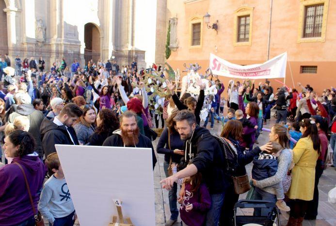 Fiesta en la Plaza de las Pasiegas de la plataforma 'Sí 06 Granada'.