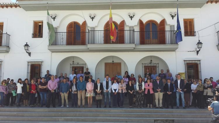 Minuto de silencio a las puertas del Ayuntamiento de Las Gabias.