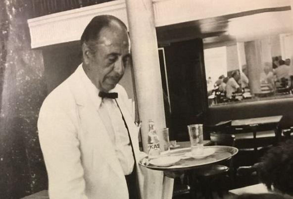 Los camareros del Suizo, toda una institución que recordamos.