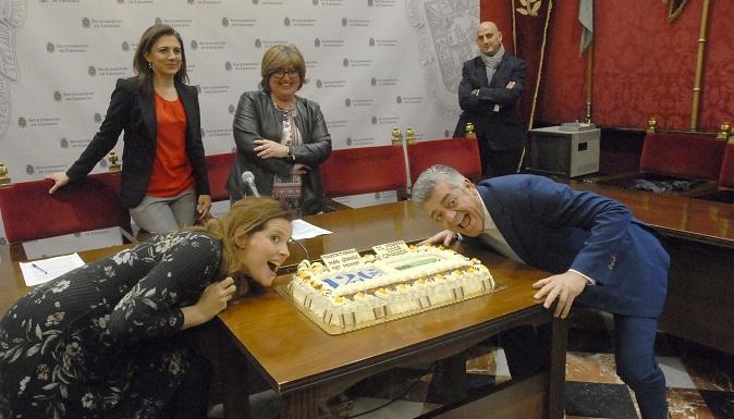 Una tarta de piononos ha presidido la presentación del evento.