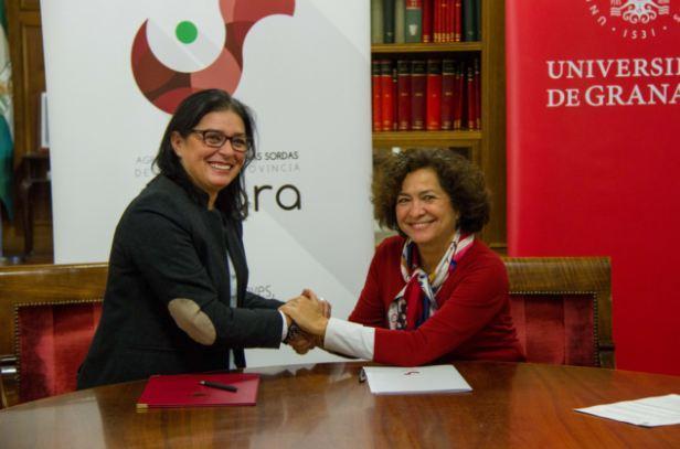 Guadalupe Cuerva y Pilar Aranda, en la firma del acuerdo.