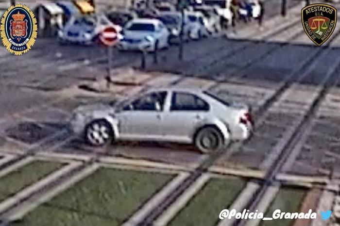 Este es el vehículo que busca la Policía Local de Granada.
