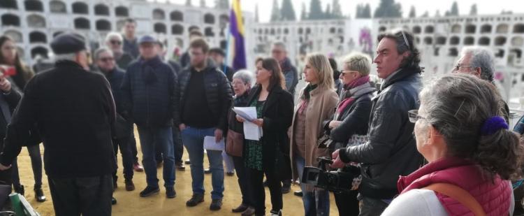 Un momento de la visita al cementerio de San Fernando de Sevilla.