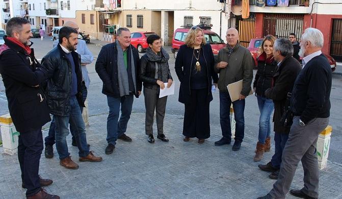 Visita de Junta y Ayuntamiento a la zona reformada.