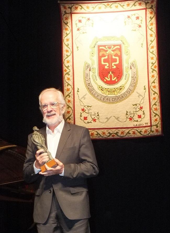 Forges al recoger el Premio Pedro Antonio de Alarcón.