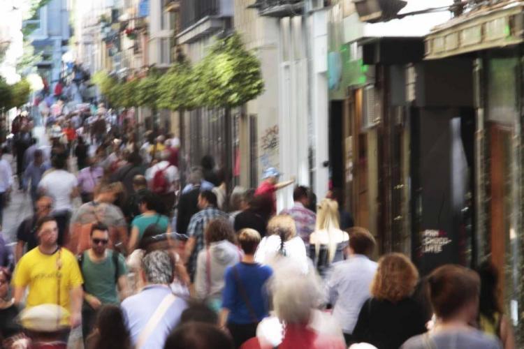 La calle Mesones, un lugar propicio para evitar el saludo.
