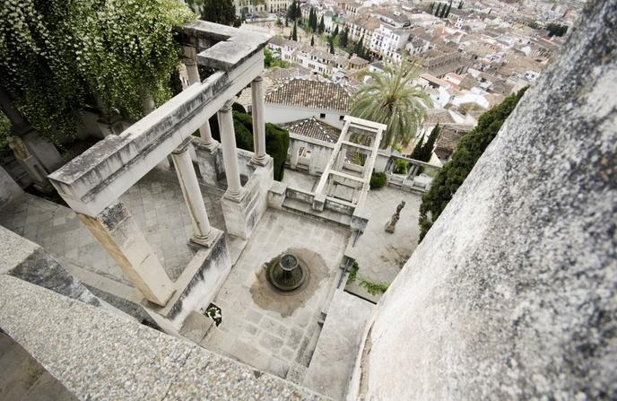 Uno de los patios del carmen de la Fundación Rodríguez-Acosta.