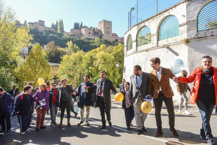 El abrazo a la Alhambra ha puesto en marcha las actividades.