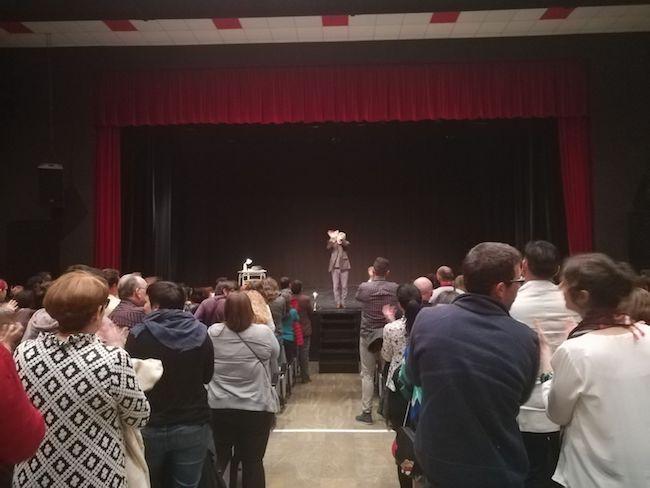 El público ovaciona a Alberto San Juan.
