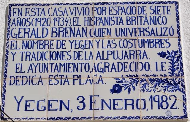 Placa conmemorativa en la casa en Yegen que vivió Brenan.