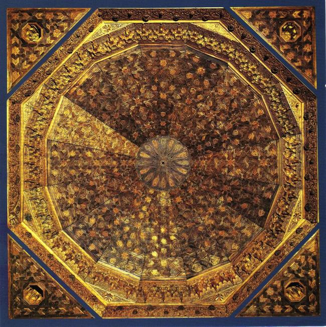 Cúpula de la Torre de las Damas. Este es su actual aspecto, montada en el mueso de arte hispano-musulmán de Berlín. Fue regalado por el estado español a Arthur Gwinner en 1891; éste lo devolvió en 1931, pero nadie fue a recogerlo. En 1978, los herederos de Gwinner lo vendieron al estado alemán.
