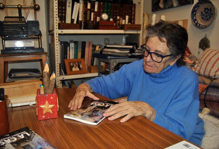Dolores Montijano, con 'La casa', entre sus manos.