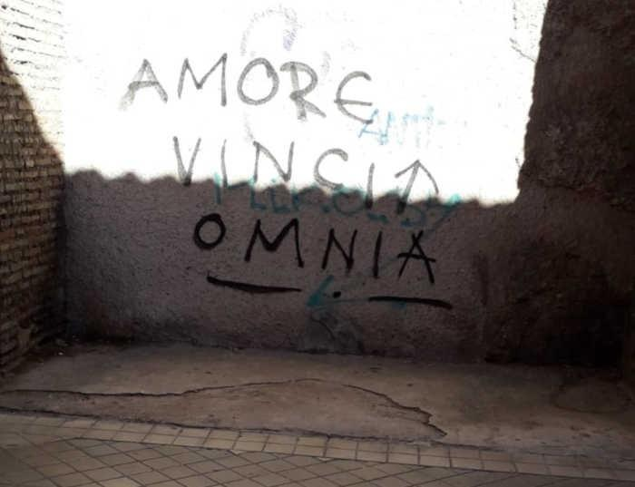 Pintadas aparecidas en la zona de Puerta de Elvira.