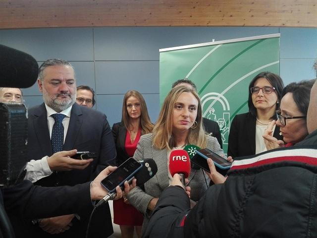 Marifrán Carazo atiende a los medios.