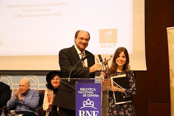 María Elena Higueruelo tras recibir el Premio Adonáis.