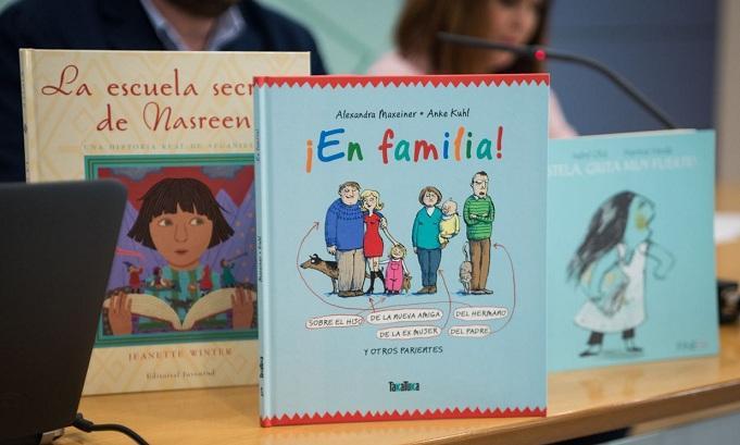Libros coeducativos que se repartirán a los municipios.