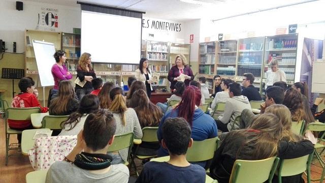Presentación del poemario en el IES Montevives.