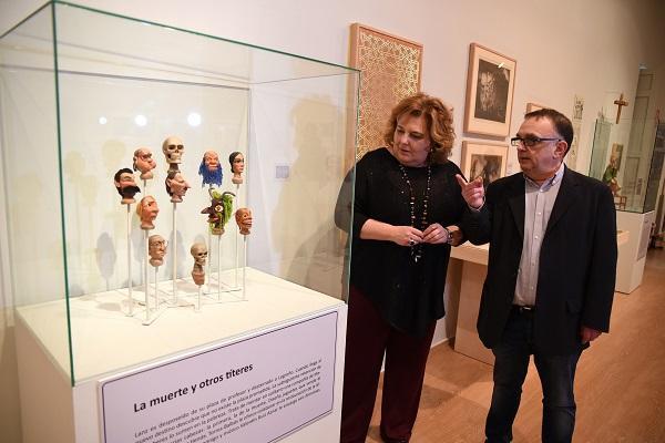 Fátima Gómez y Alejandro Víctor García, en la exposición.