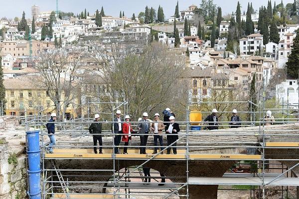 El espacio en el que se interviene está situado en la ladera norte de la Alhambra, junto al cauce del Darro.