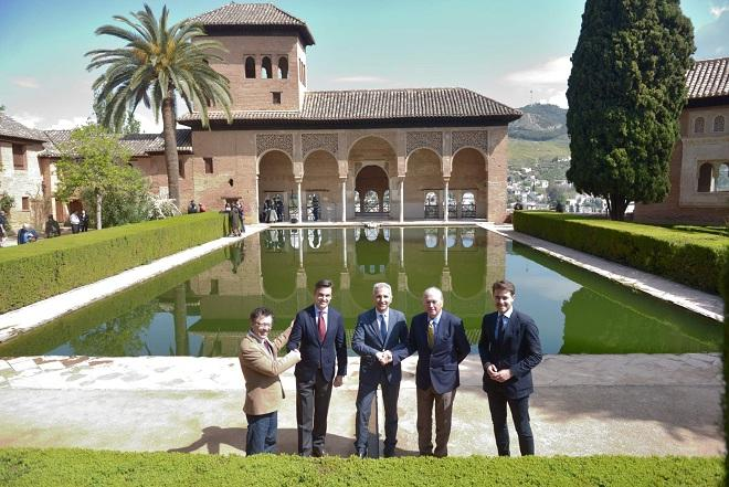 Representantes de las instituciones, en la Alhambra.
