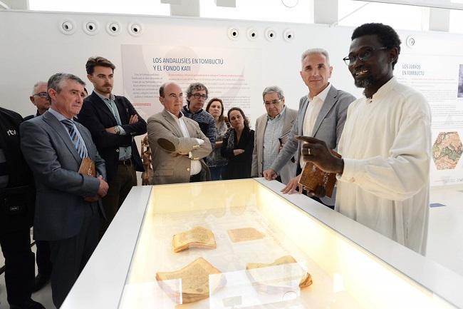 En la inauguración de la muestra, junto al consejero de Cultura y otras autoridades, ha participado el director de la biblioteca de Tombuctú, Ismael Diadié Haidara.
