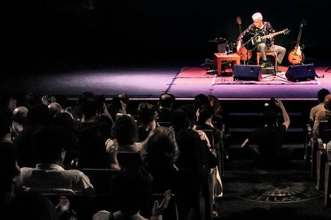 Kiko Veneno actuará solo con su guitarra.