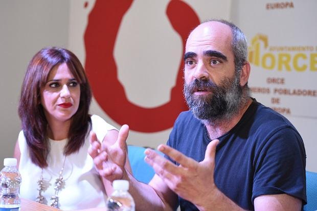 Luis Tosar junto a Irene Justo.