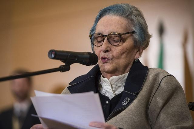 Mariluz Escribano, tras recibir la Bandera de Andalucía en 2018.