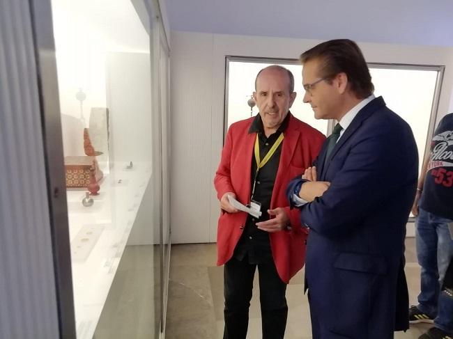 El director del Museo, junto al delegado de Cultura.