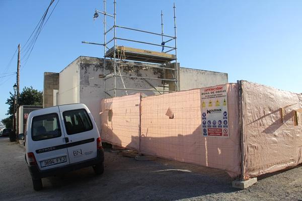 Obras en la tumba1-E de la necrópolis.