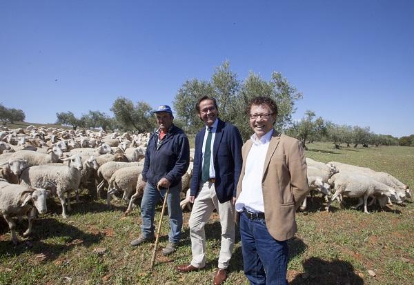 El director de la Alhambra y el delegado de Cultura junto al pastor Francisco Plaza.
