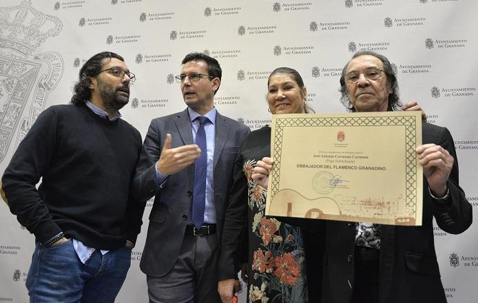 Pepe Habichuela, este mismo mes, tras ser distinguido como Embajador del Flamenco Granadino.