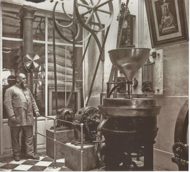 Fábrica de Chocolates Alhambra, a principios del siglo XX, situada entre Pescadería y Capuchinas.