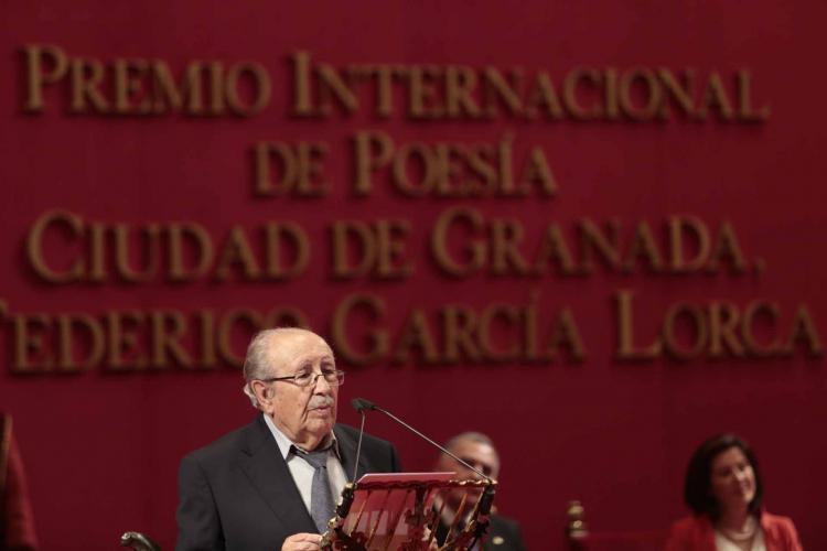 Rafael Guillén, cuando obtuvo el Premio García Lorca de Poesía.