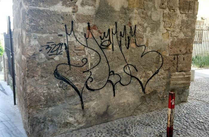 Pintada sobre el Alminar de San José.