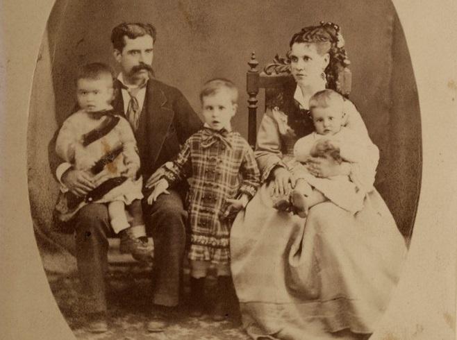Los abuelos y la madre de la XII Condesa de Miravalle, en una foto hecha en Saltillo (México, en 1897).