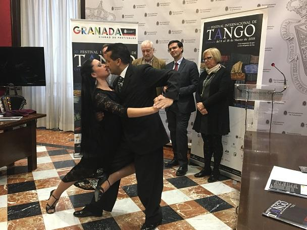 El tradicional baile en la presentación del Festival de Tango.