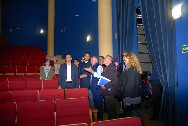 El teatro jos tamayo de la chana ofrecer una for Piscina municipal la chana granada
