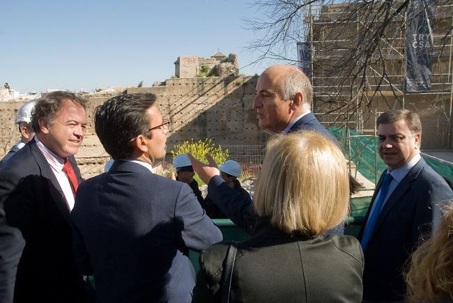El secretario de Estado de Cultura ha visitado con el alcalde y otras autoridades los trabajos de restauración.