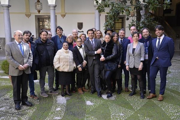 Representantes municipales y del mundo del flamenco celebran el inicio del trámite.