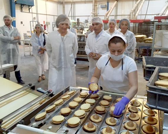Visita de la consejera de Agricultura a la fábrica de Maritoñi.