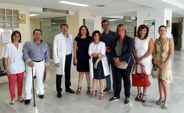 Carmen Crespo, acompañada por cargos del PP granadino, en su visita al Hospital de Motril.