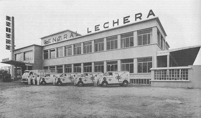 1958. Fachada de la Central Lechera de Puleva en el Camino de Ronda, primera ubicación.