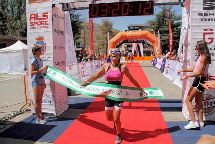 Sonia Ortiz entra, ganadora, en meta.